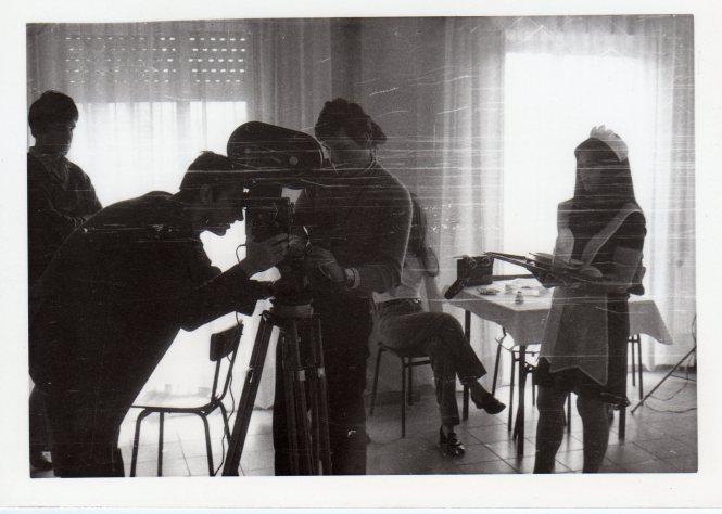 """02 Foto de rodaje de """"Contactos"""" (1970), con P. VIota a la cámara"""